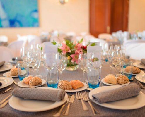 Detalle del montaje de mesas en Quinta Alegre