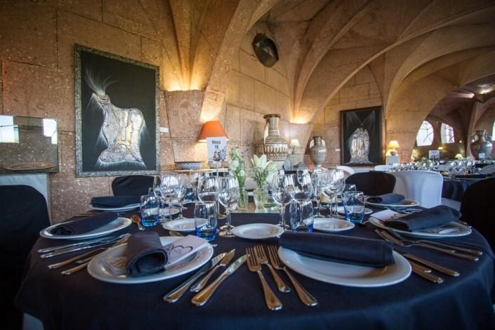 Mesa preparada para el servicio de catering