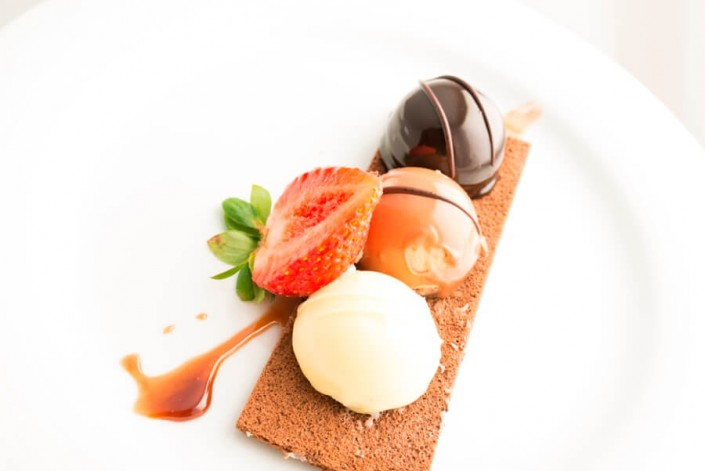 Tarta de tres chocolates por Abades Catering