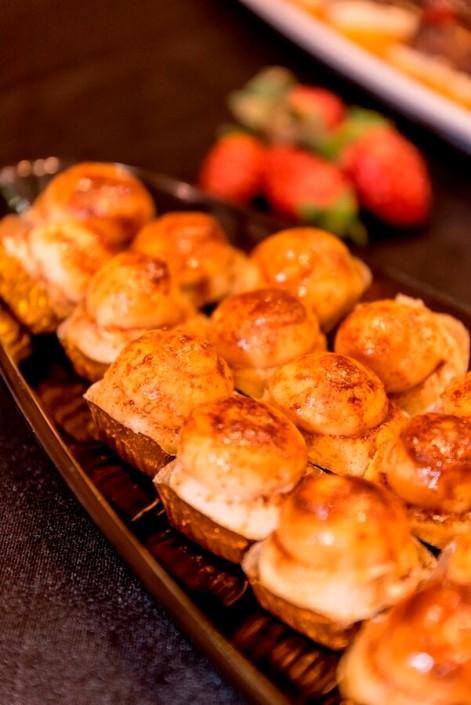 Piononos de Granada preparados en buffet