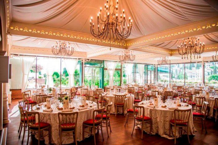 Salón preparado para banquete