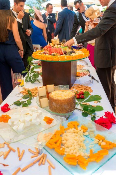Catering para buffet de quesos en evento en Granada