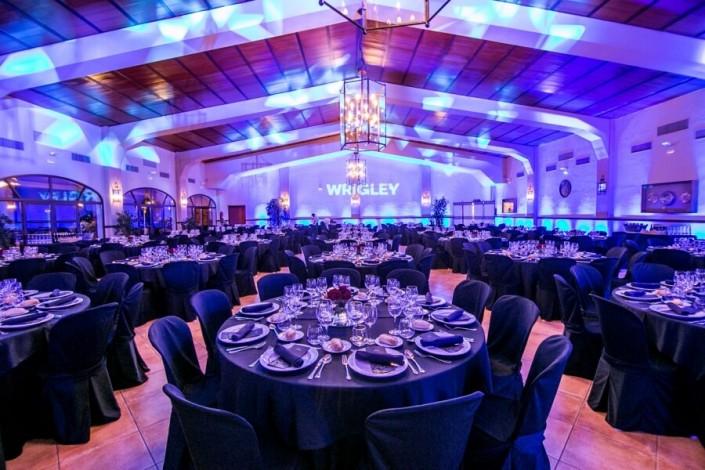 Montaje de mesas para eventos en Hacienda Atalaya