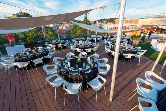 Montaje de mesas para eventos en Granada