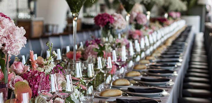 Montaje de mesa imperial para evento de empresa