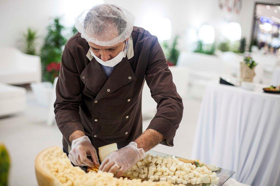 Cocinero preparado surtido de quesos