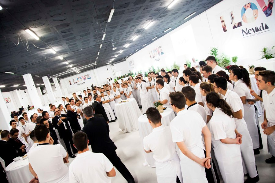 Equipo Abades Catering preparado para el evento
