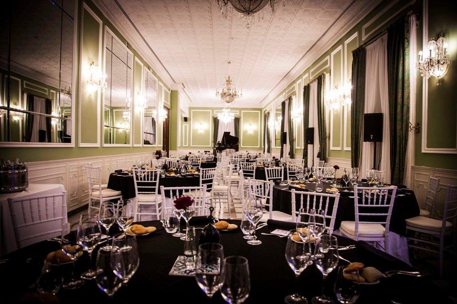 Salón preparado para cena de gala EMEC