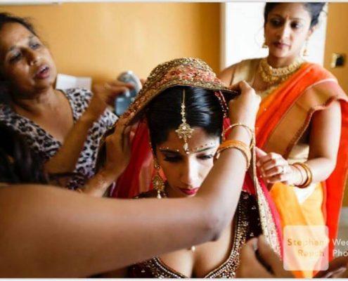 Novia celebrando su boda por el rito hindú