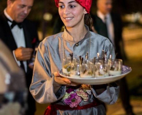 Personal de Abades Catering en cóctel