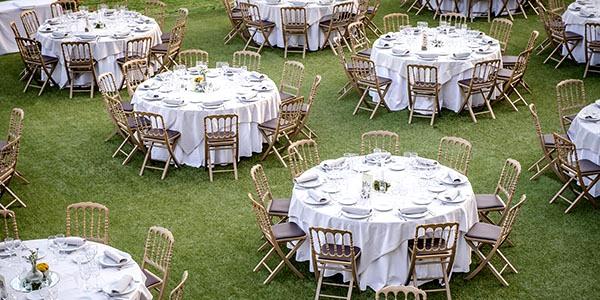 Montaje de banquete para boda realizado por el servicio de catering de Abades