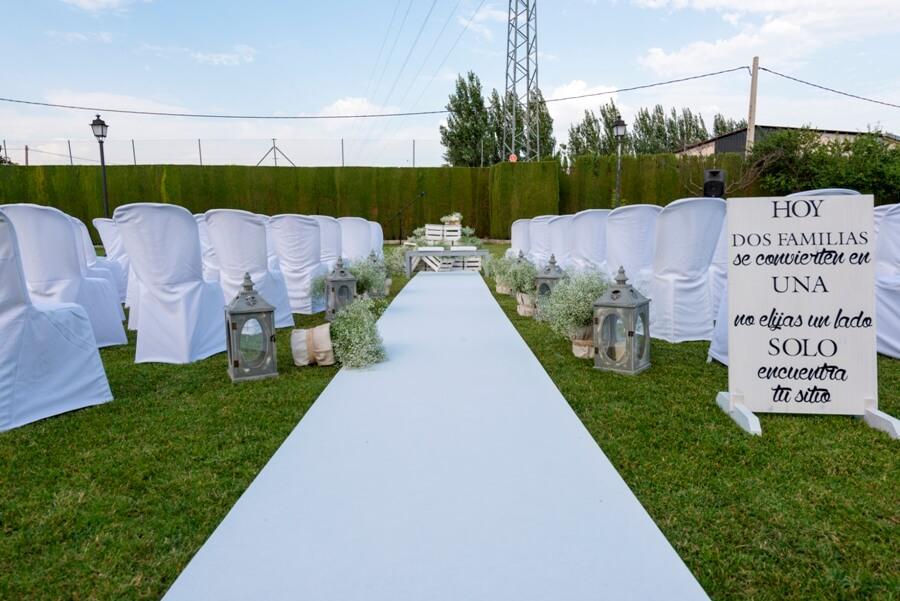 Altar, cartelería y montaje realizado para la celebración de boda civil