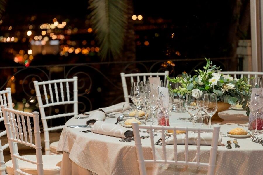 Montaje de mesa para banquete