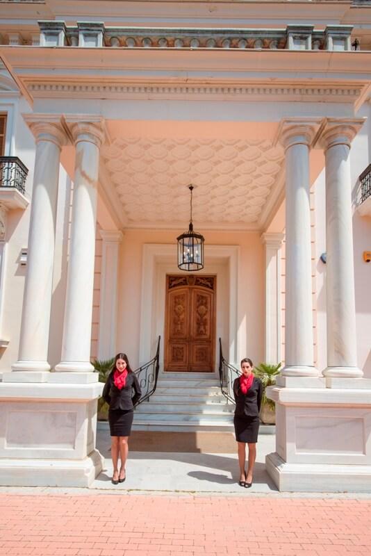 Azafatas para la recepción en el Palacio
