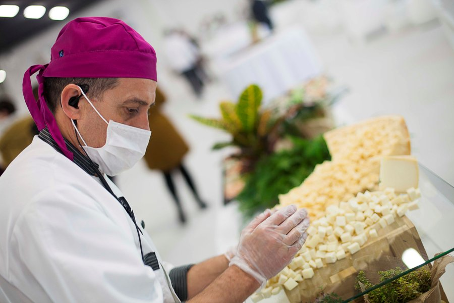 Preparación de buffet de quesos