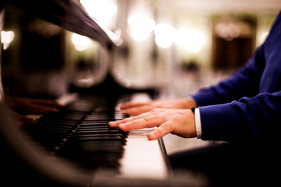 Pianista para amenizar cena de gala EMEC