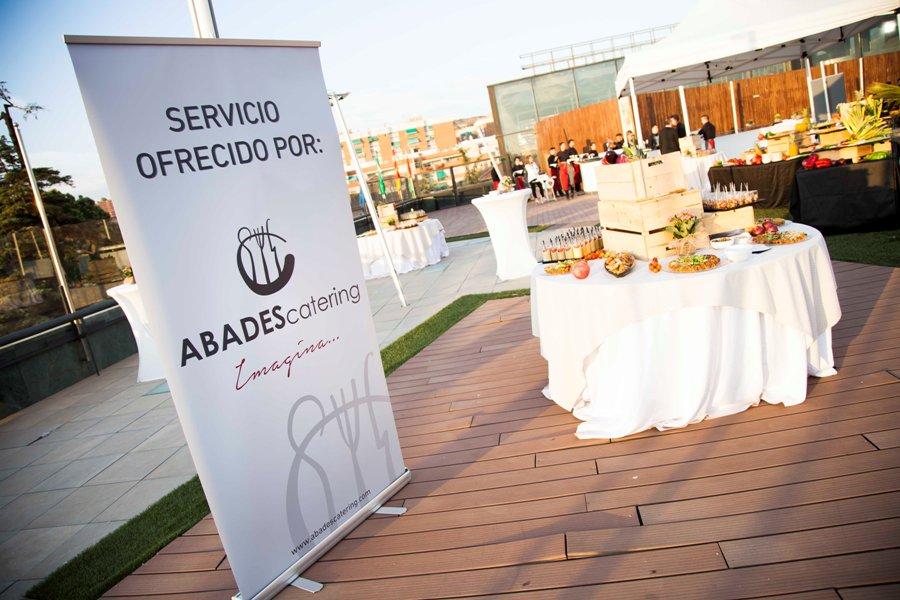 Mesas buffet para el servicio ofrecido por Abades Catering