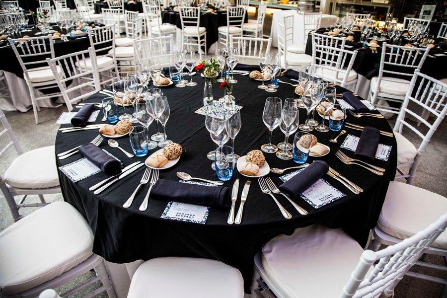 Montaje de mesa para premios Ceaje en Parque de las Ciencias